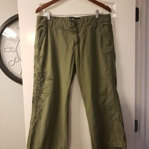 Lucky brand army green capris size 14/32